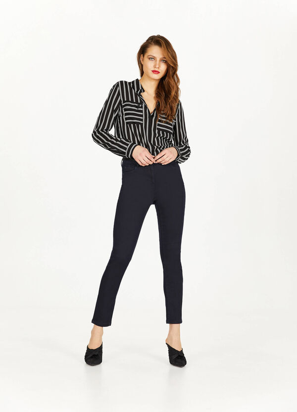 Solid colour stretch push-up jeans