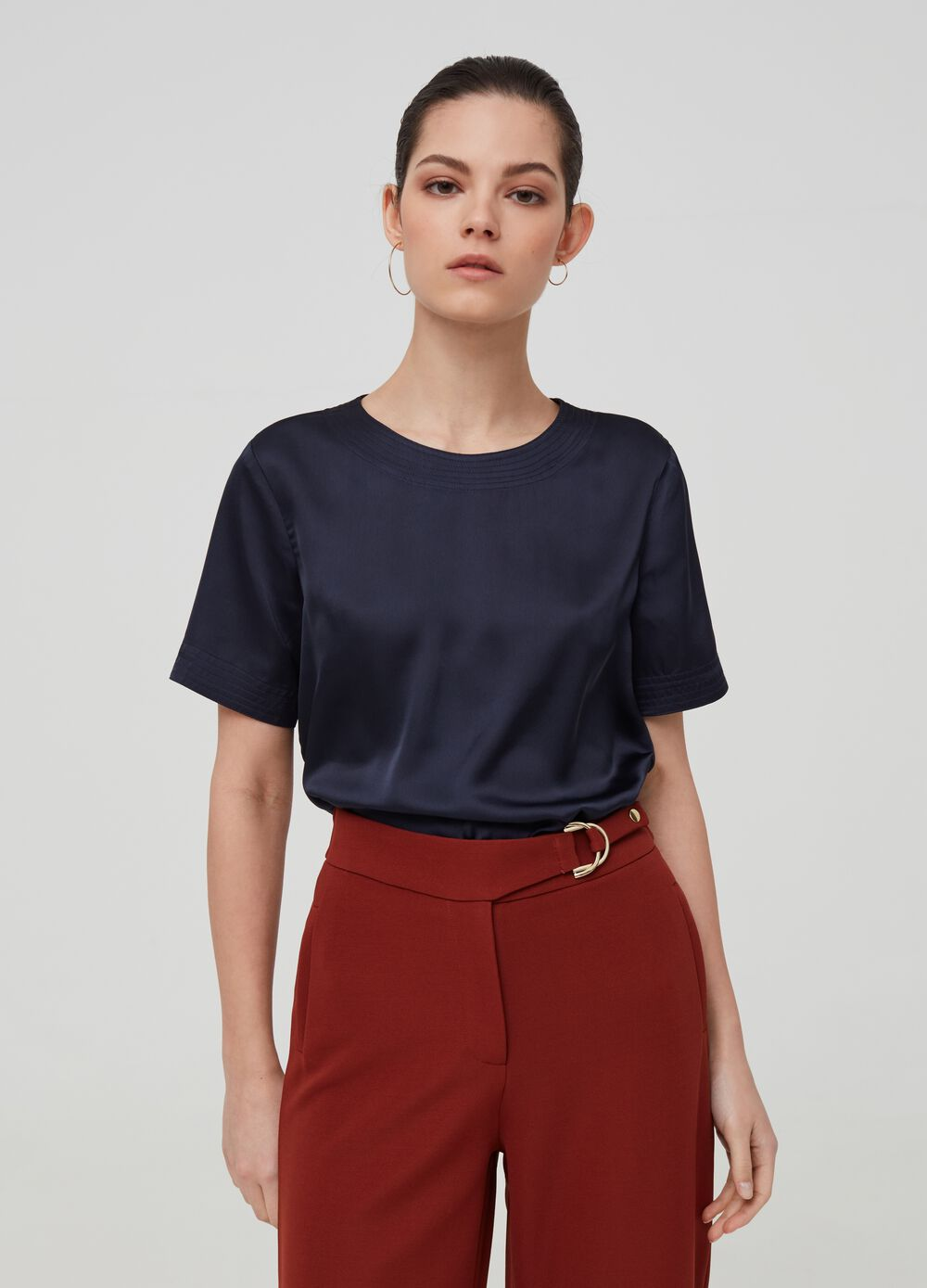 Solid colour blouse with short sleeves
