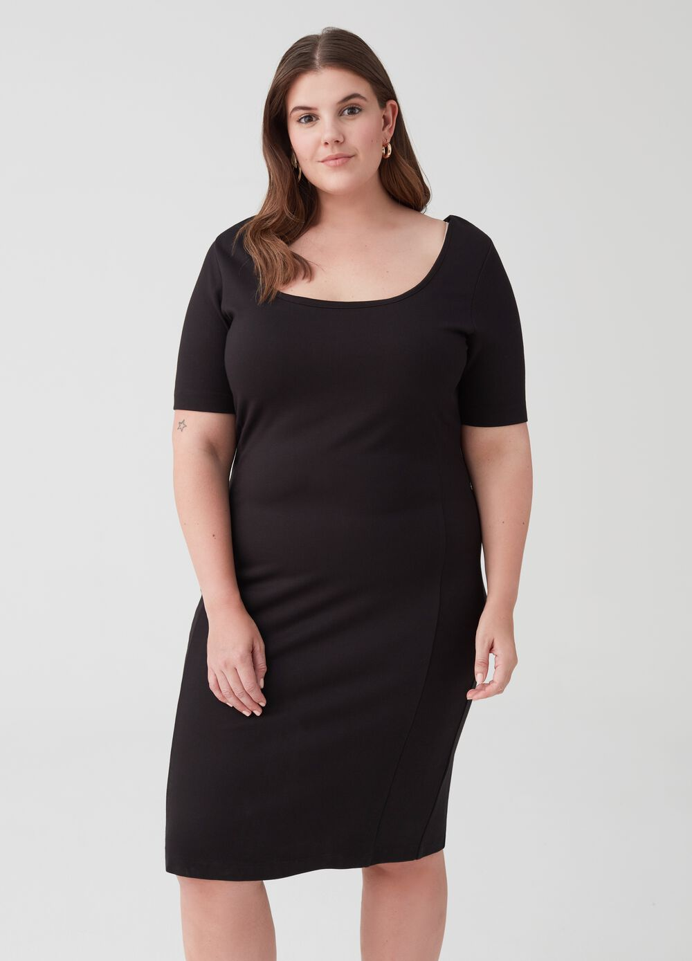 Curvy stretch dress with short sleeves