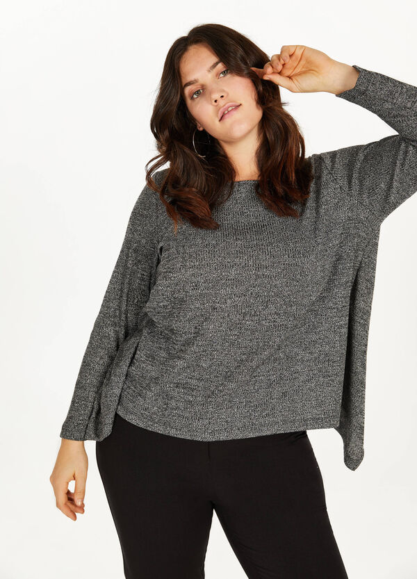Curvy T-shirt with lace and split