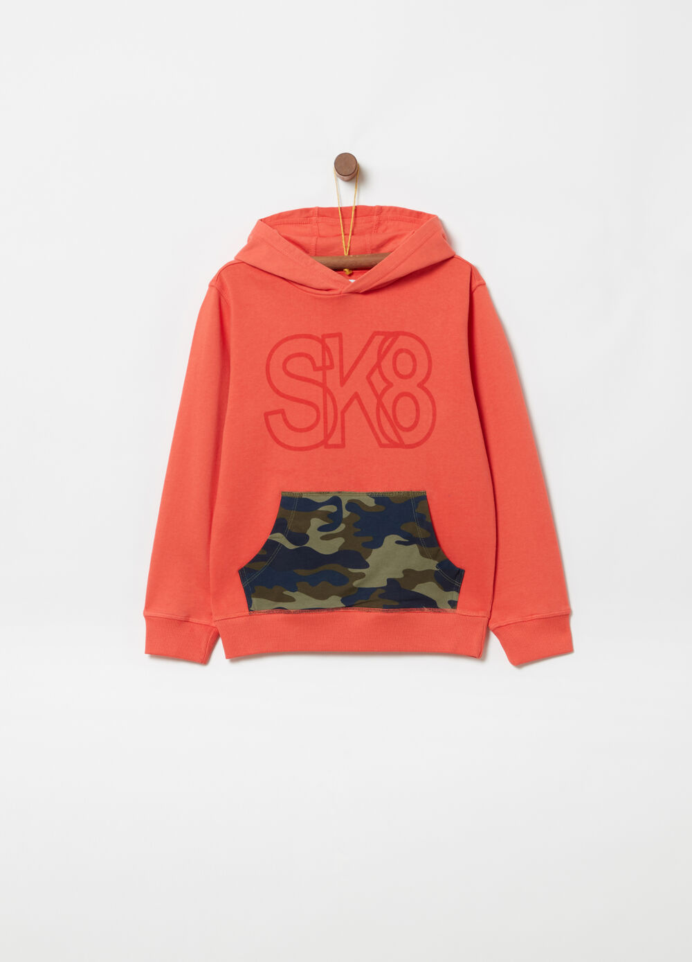 Sweatshirt with hood and camouflage pocket