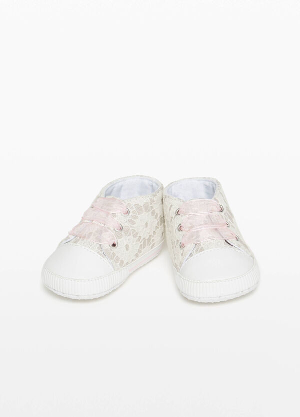 Canvas sneakers with lace