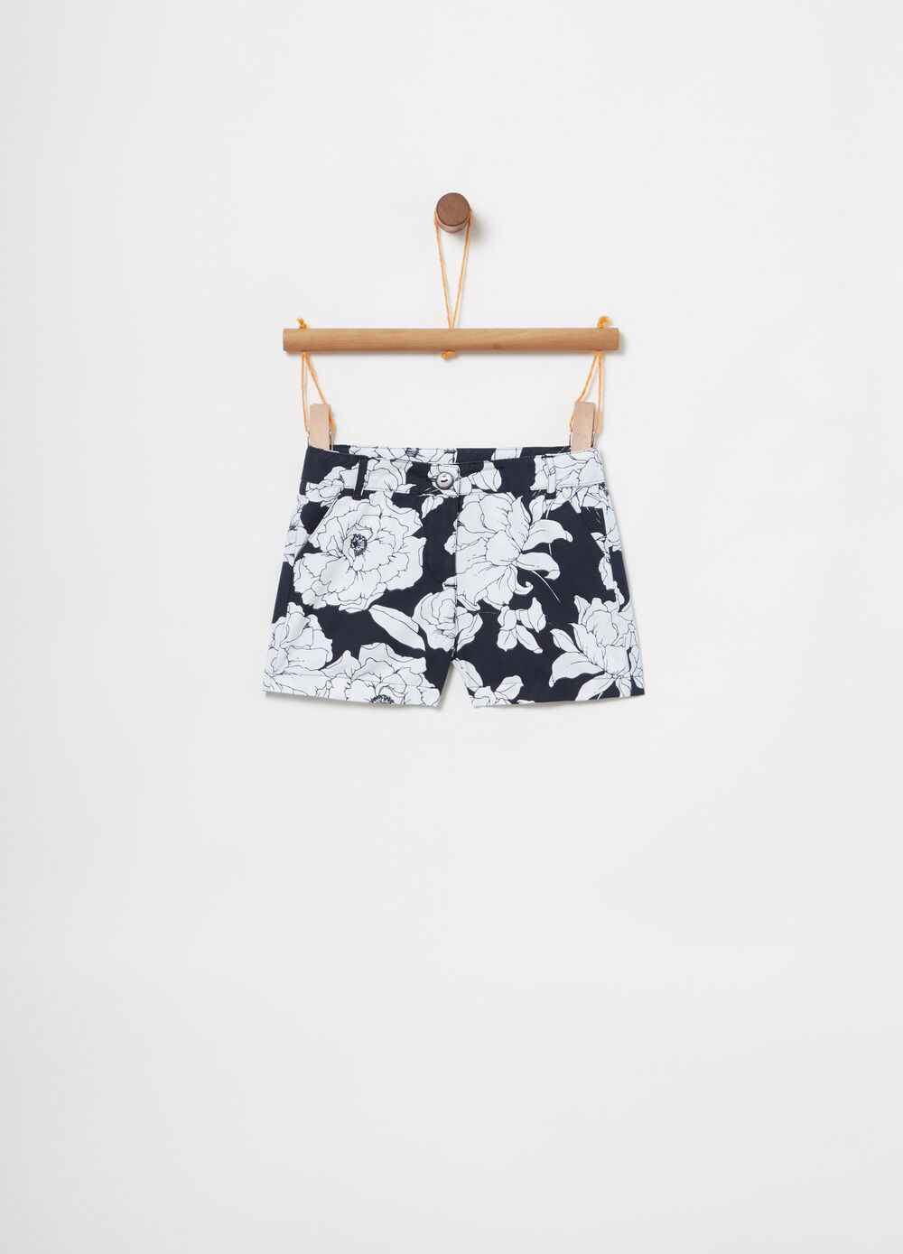 Shorts with adjustable waist and floral pockets