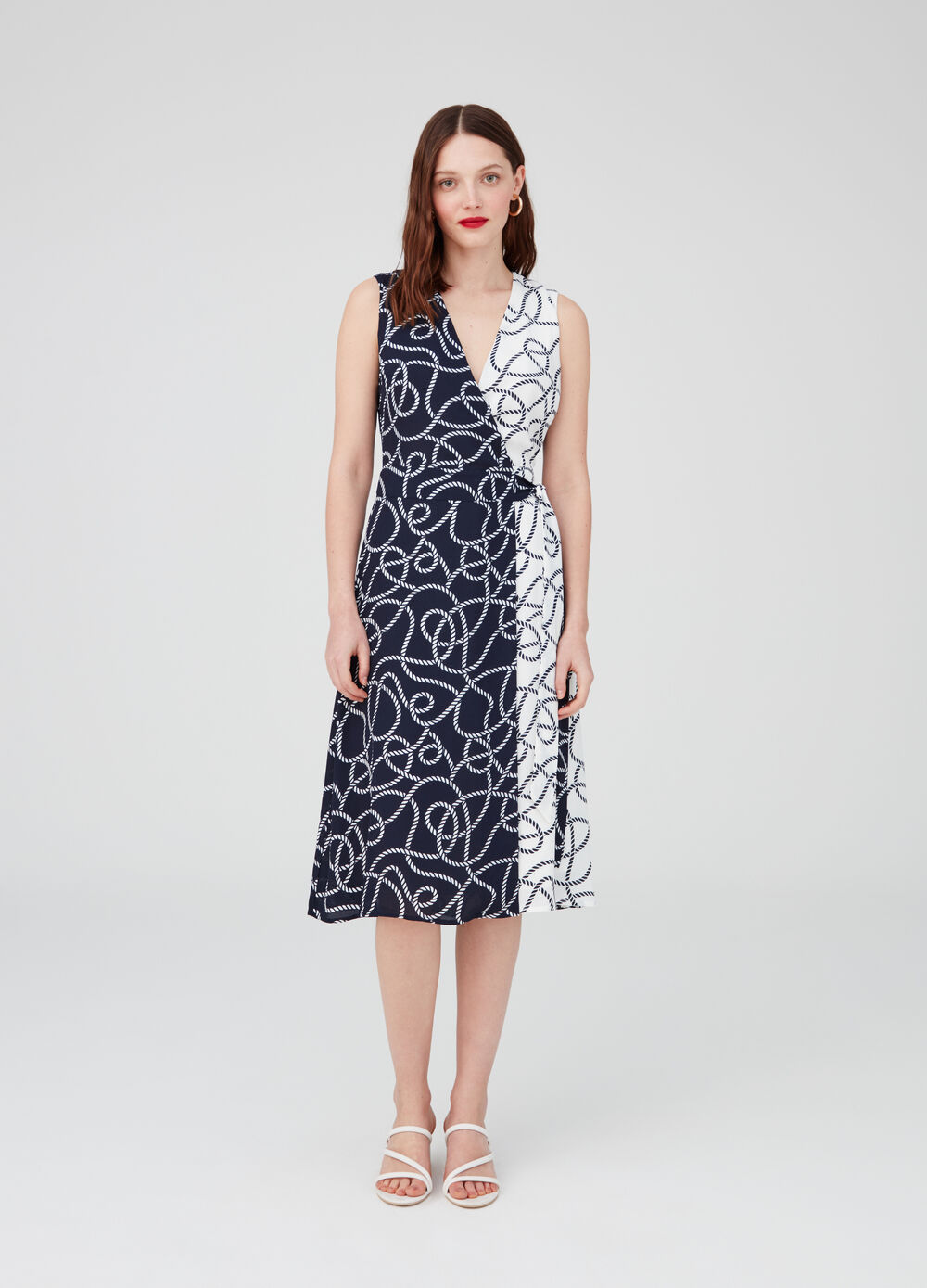 Sleeveless dress with V neck and patterned strap