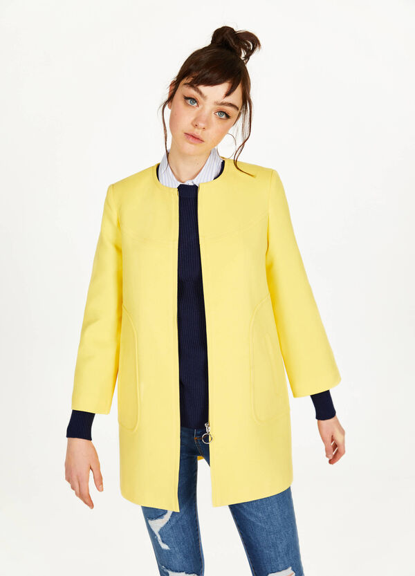 Stretch coat with three-quarter sleeves