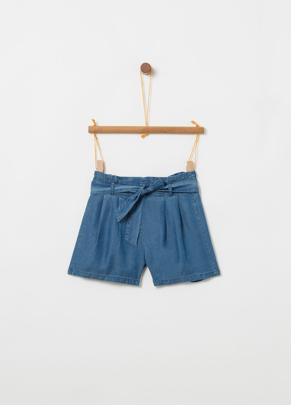 Shorts in 100% Lyocell with belt