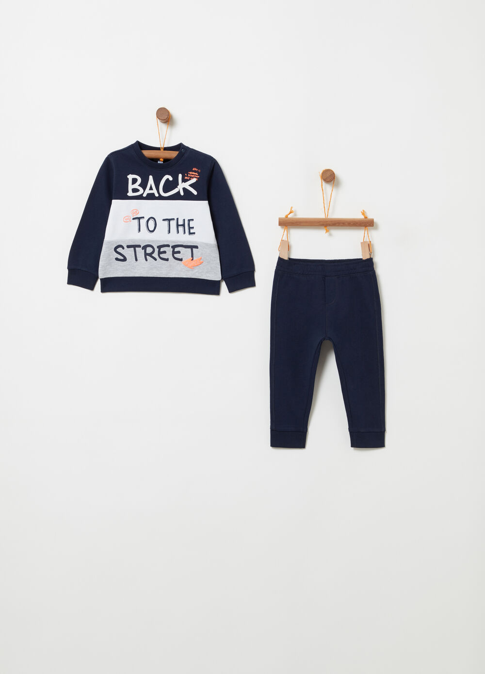 Tracksuit with sweatshirt and trousers with print