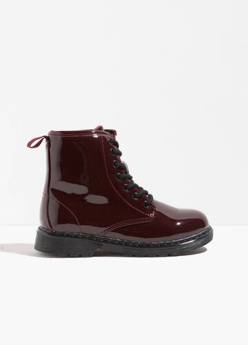 Polished ankle boots with thick tread sole