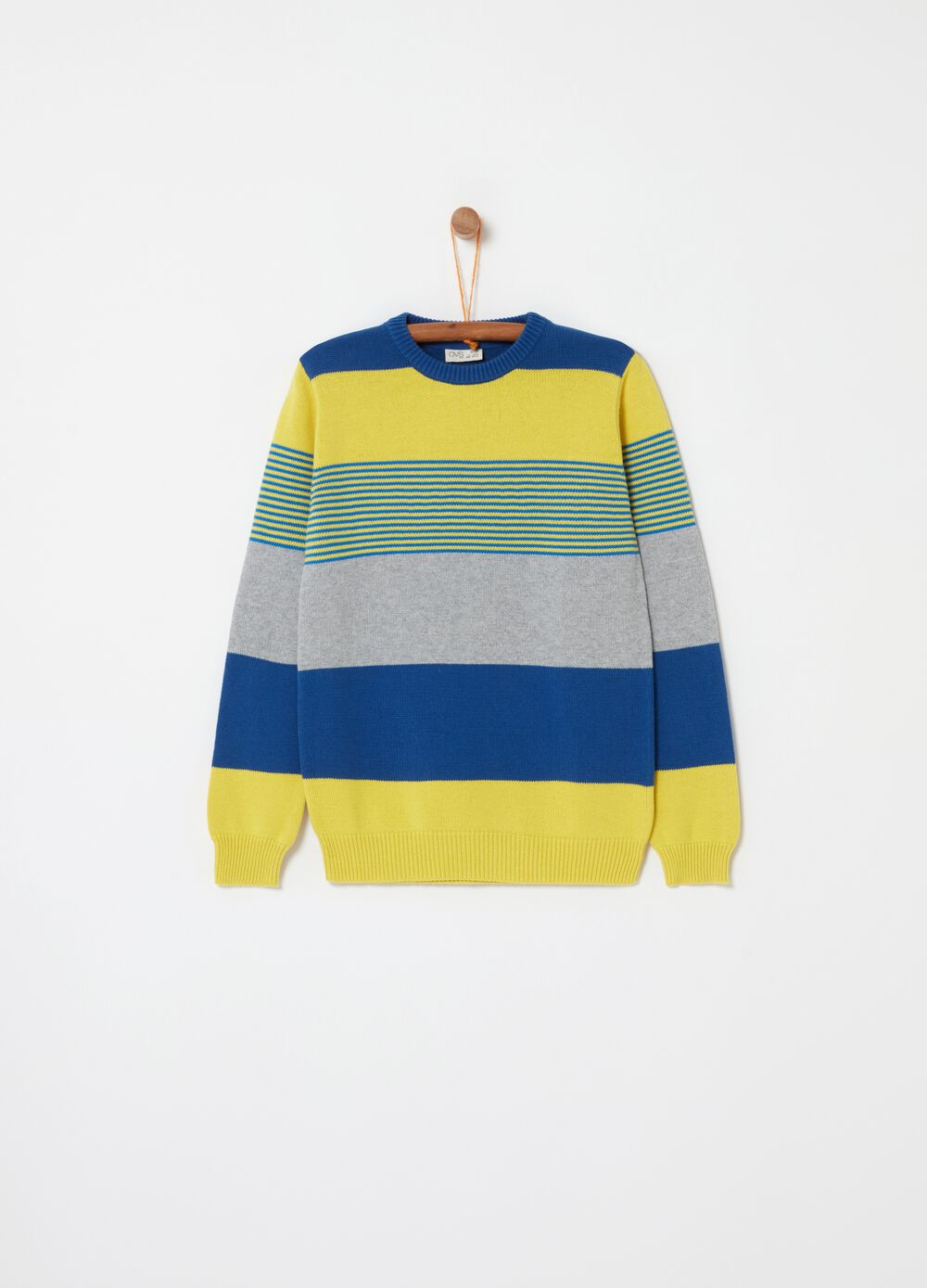Knitted top with round neck and striped pattern