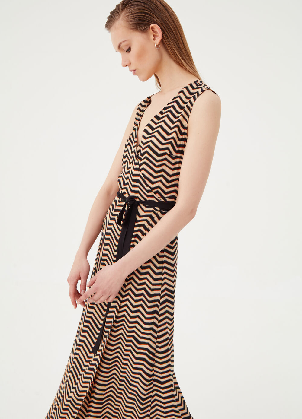 Sleeveless dress with geometric pattern