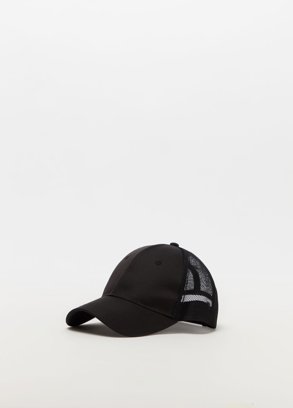 Nylon baseball cap with mesh fabric