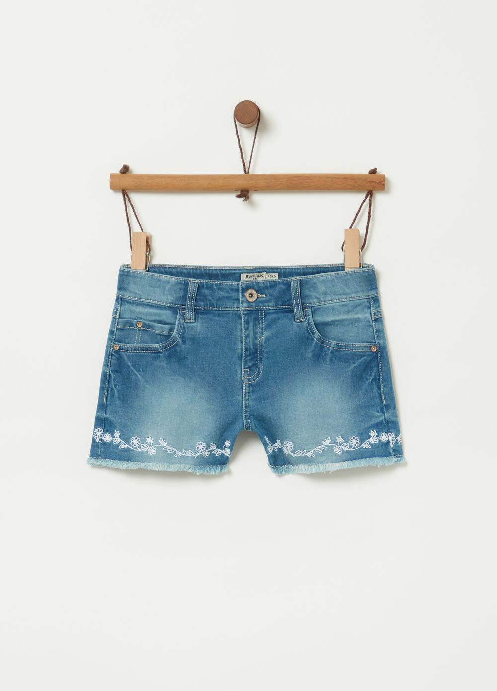 Shorts in denim stretch con ricamo
