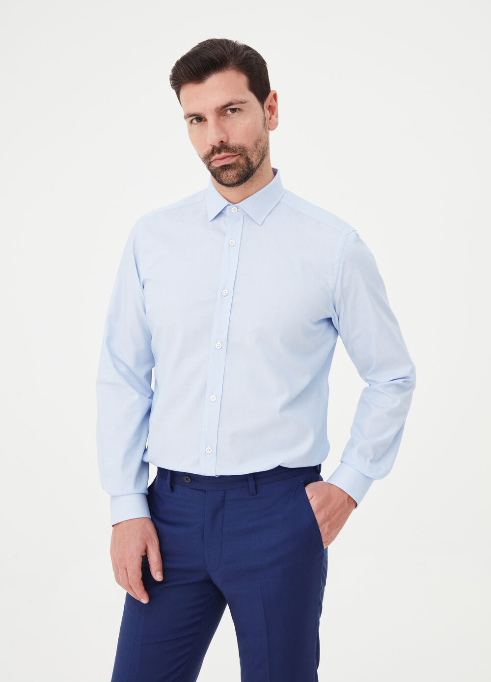 Slim-fit shirt with rounded cuffs