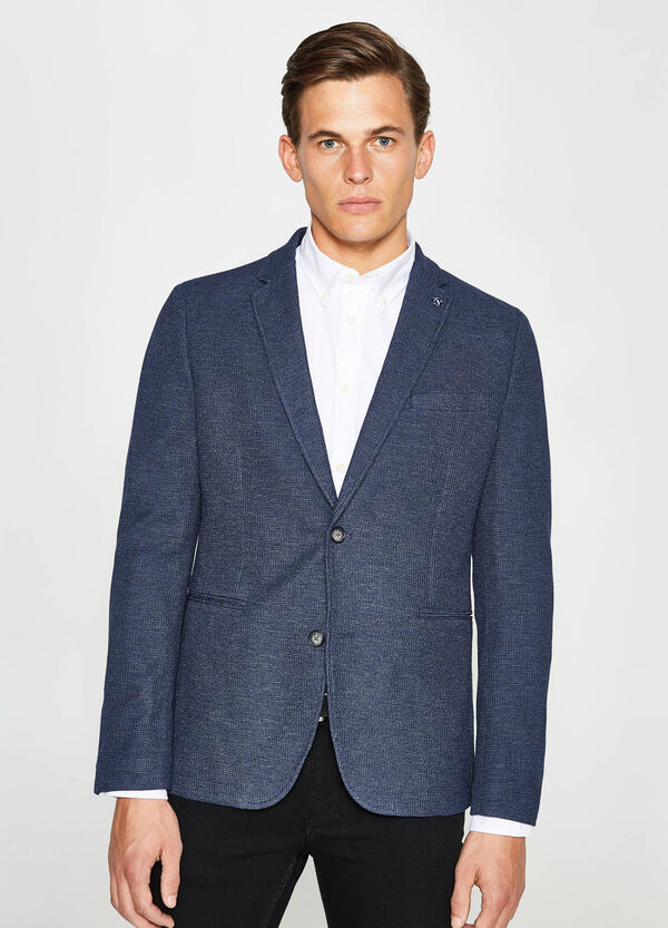Viscose jacket with micro pattern