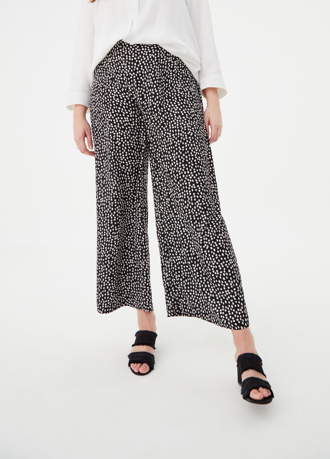 Curvy palazzo trousers with pattern