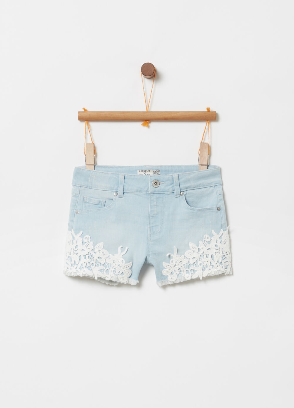 Shorts denim stretch con pizzo macramè
