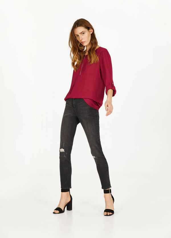 Round neckline crepe blouse  with zip
