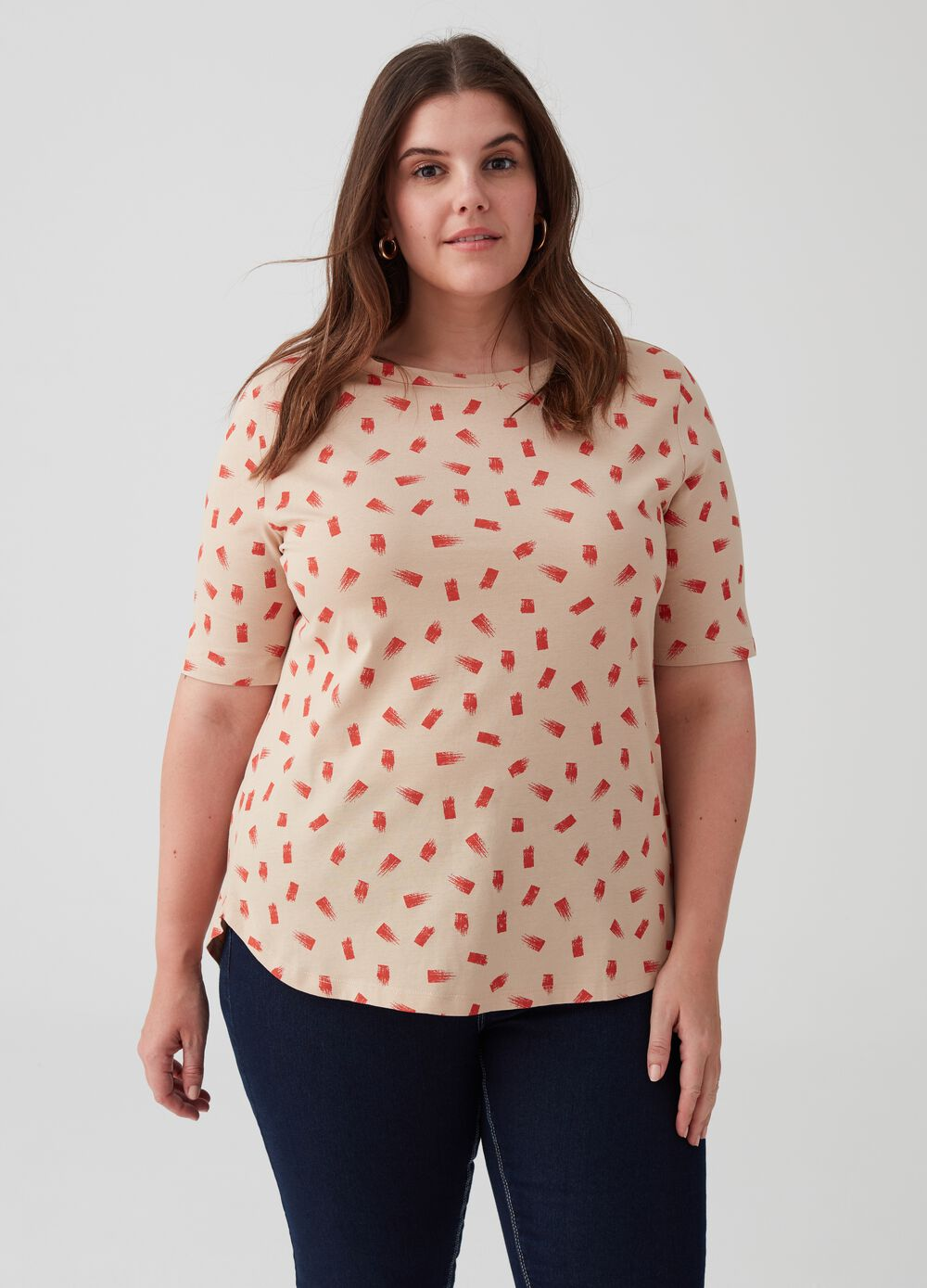 Curvy T-shirt with elbow-length sleeves and pattern