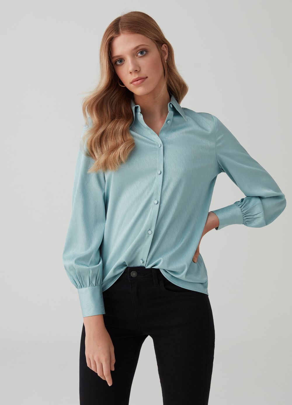 Solid colour wavy fabric shirt
