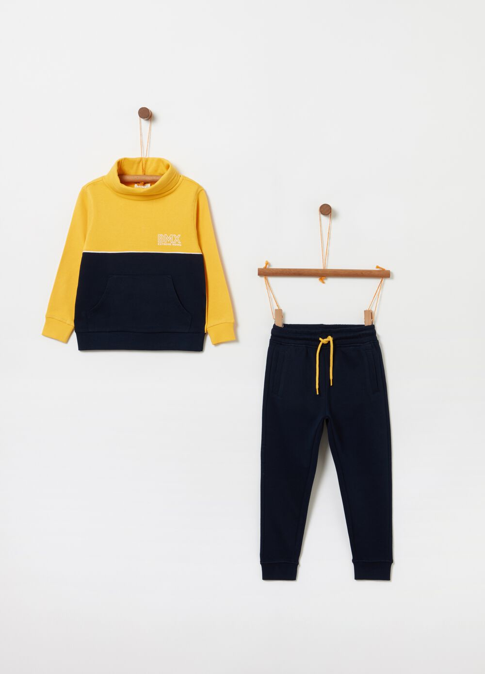 Sweatshirt and trousers jogging set with drawstring