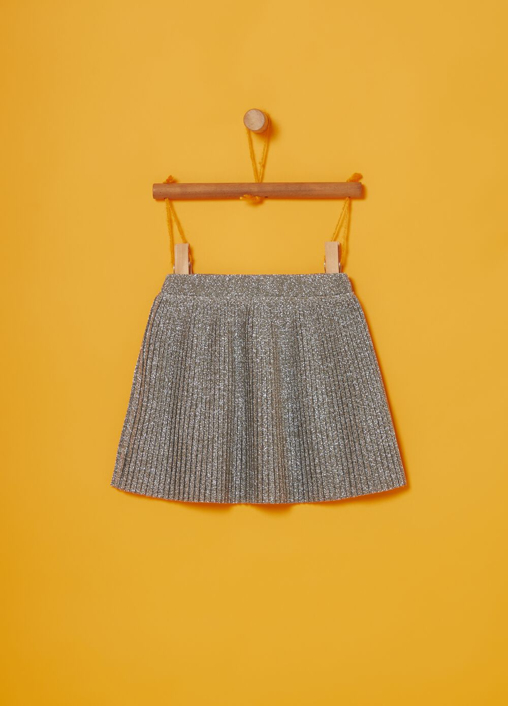 Short pleated skirt with glitter