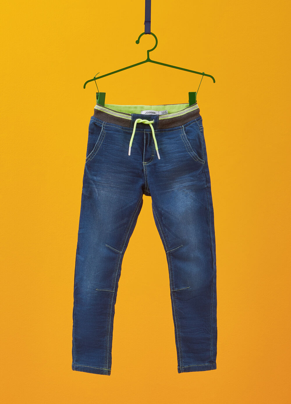 Jogger-fit stretch jeans with stitching