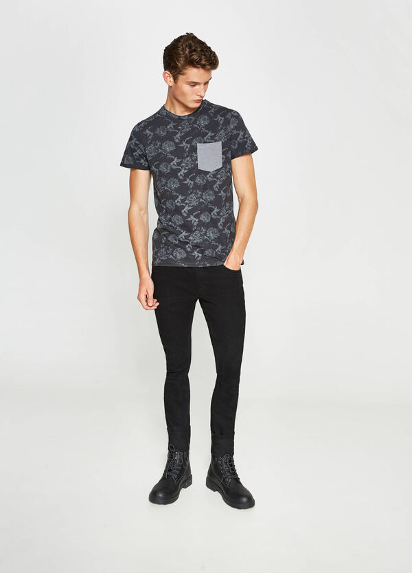 Floral T-shirt with pocket