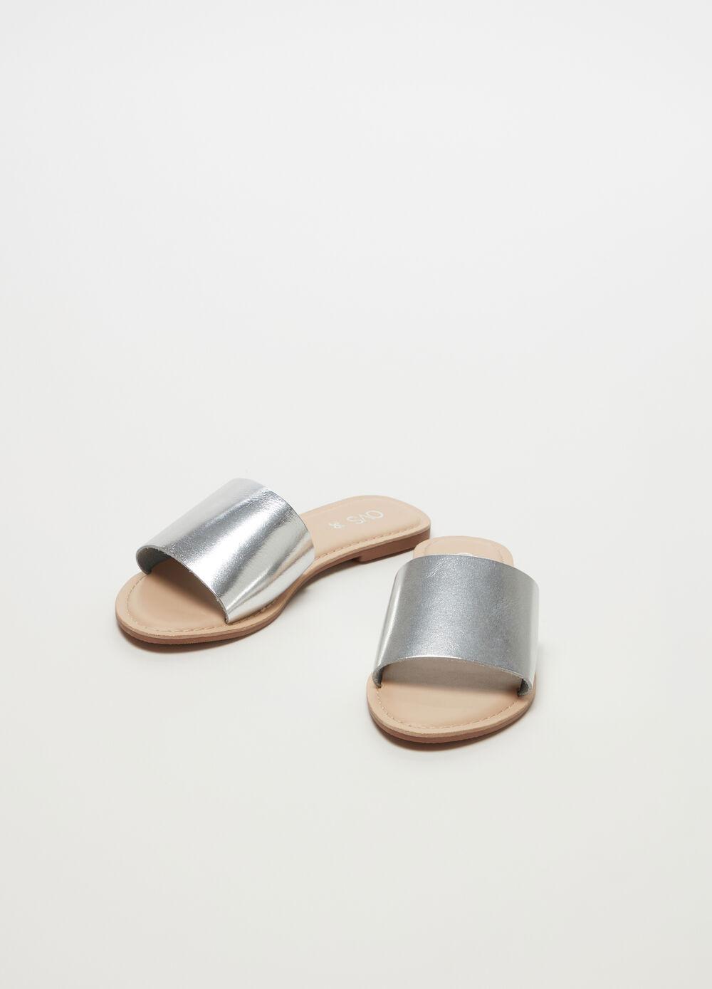 Low thong sandals in silver metallic leather