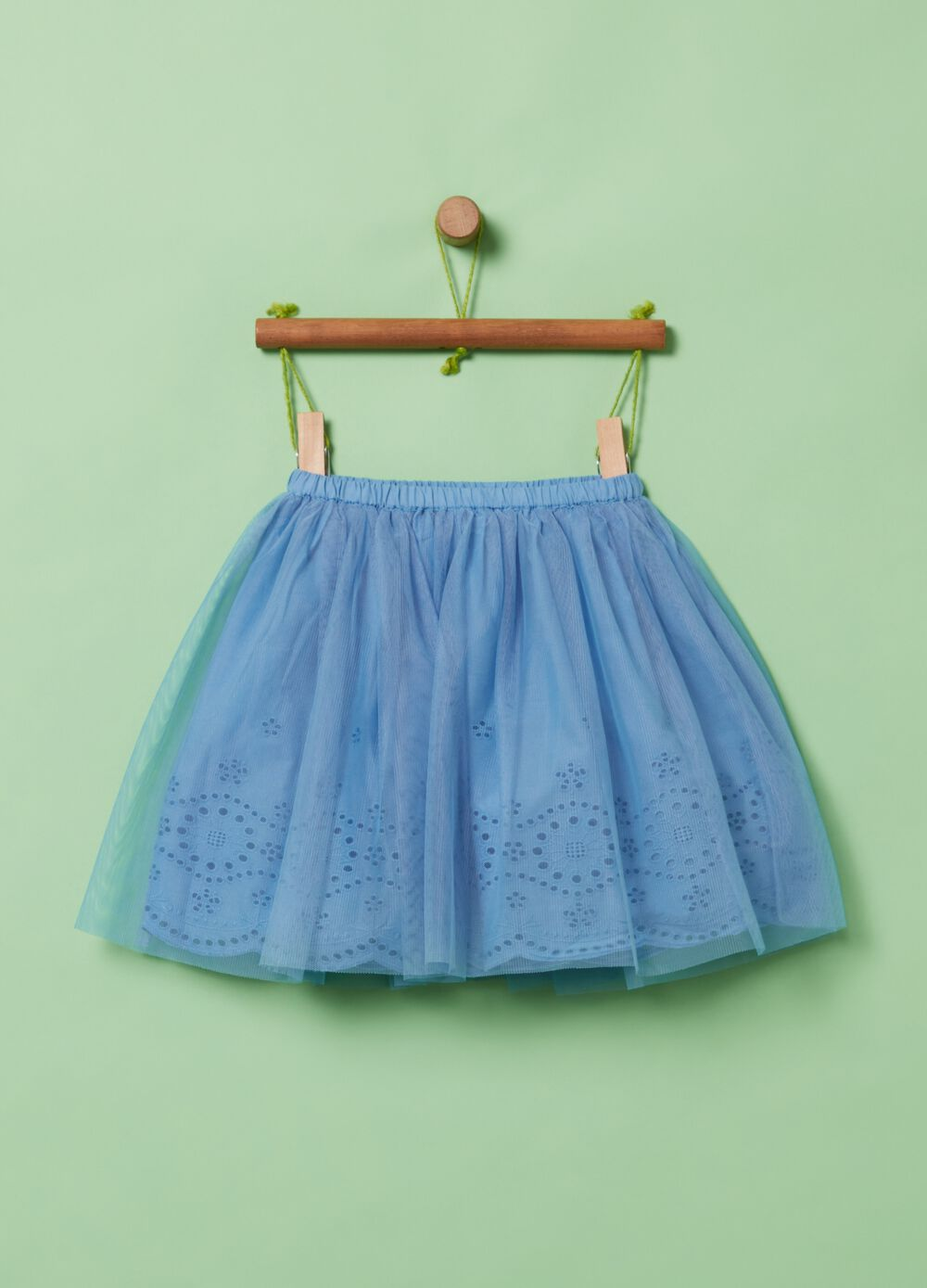 Short skirt with broderie anglaise lace