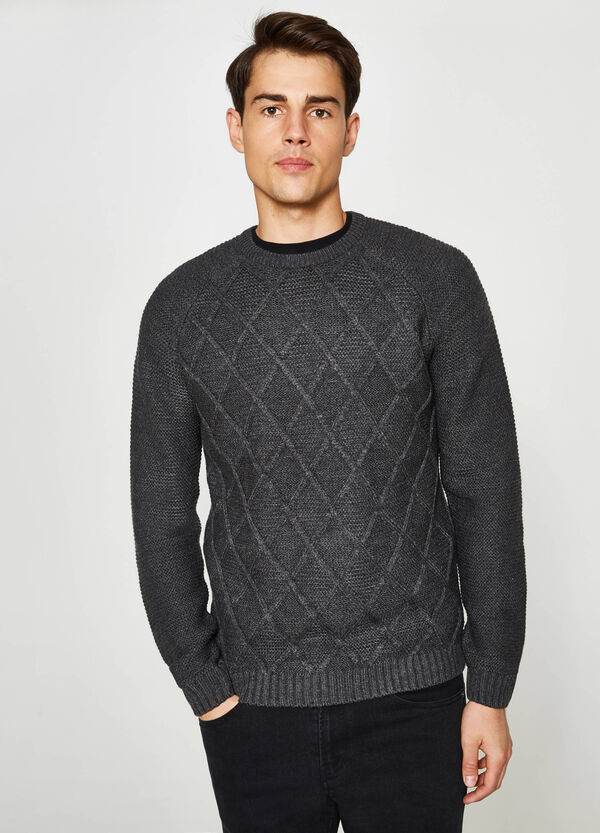 Knit pullover with raglan sleeves