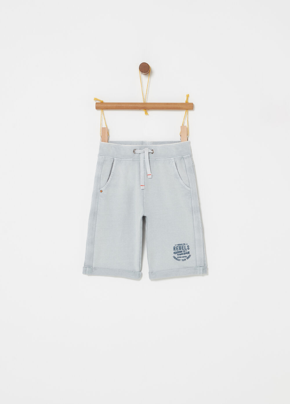 Lightweight fleece shorts with functional pockets