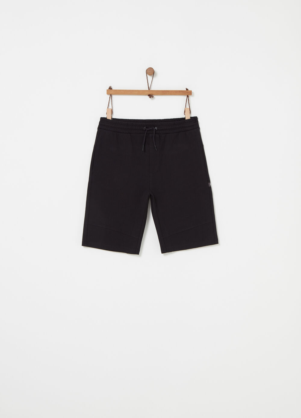Shorts with elastic waist and pocket with zip
