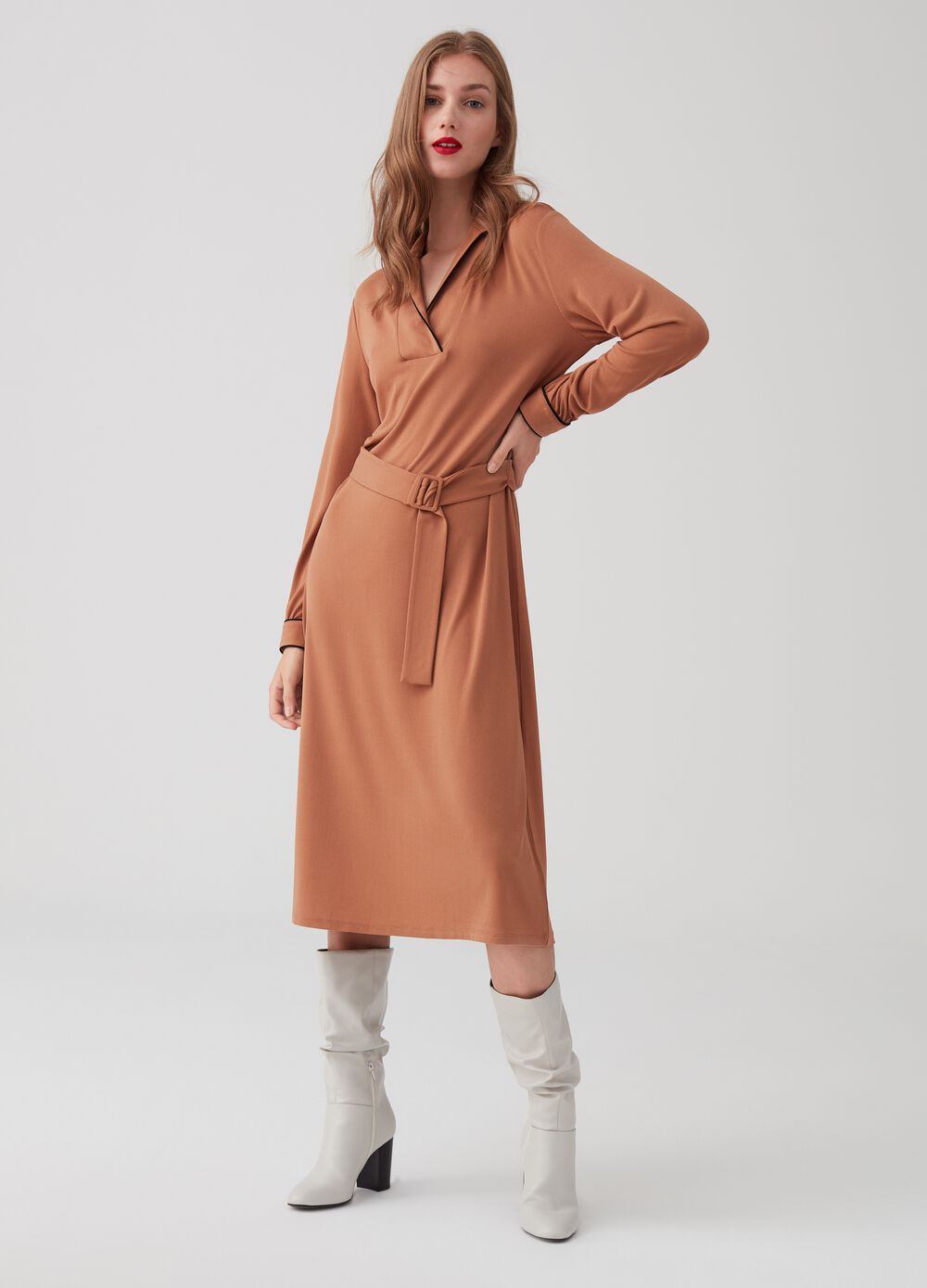 Stretch dress with collar and long sleeves
