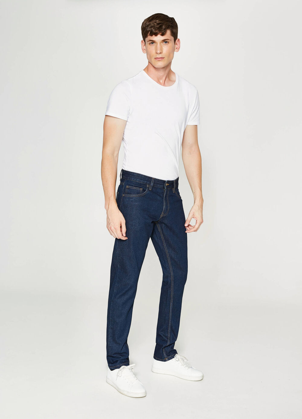 Solid colour straight-fit jeans