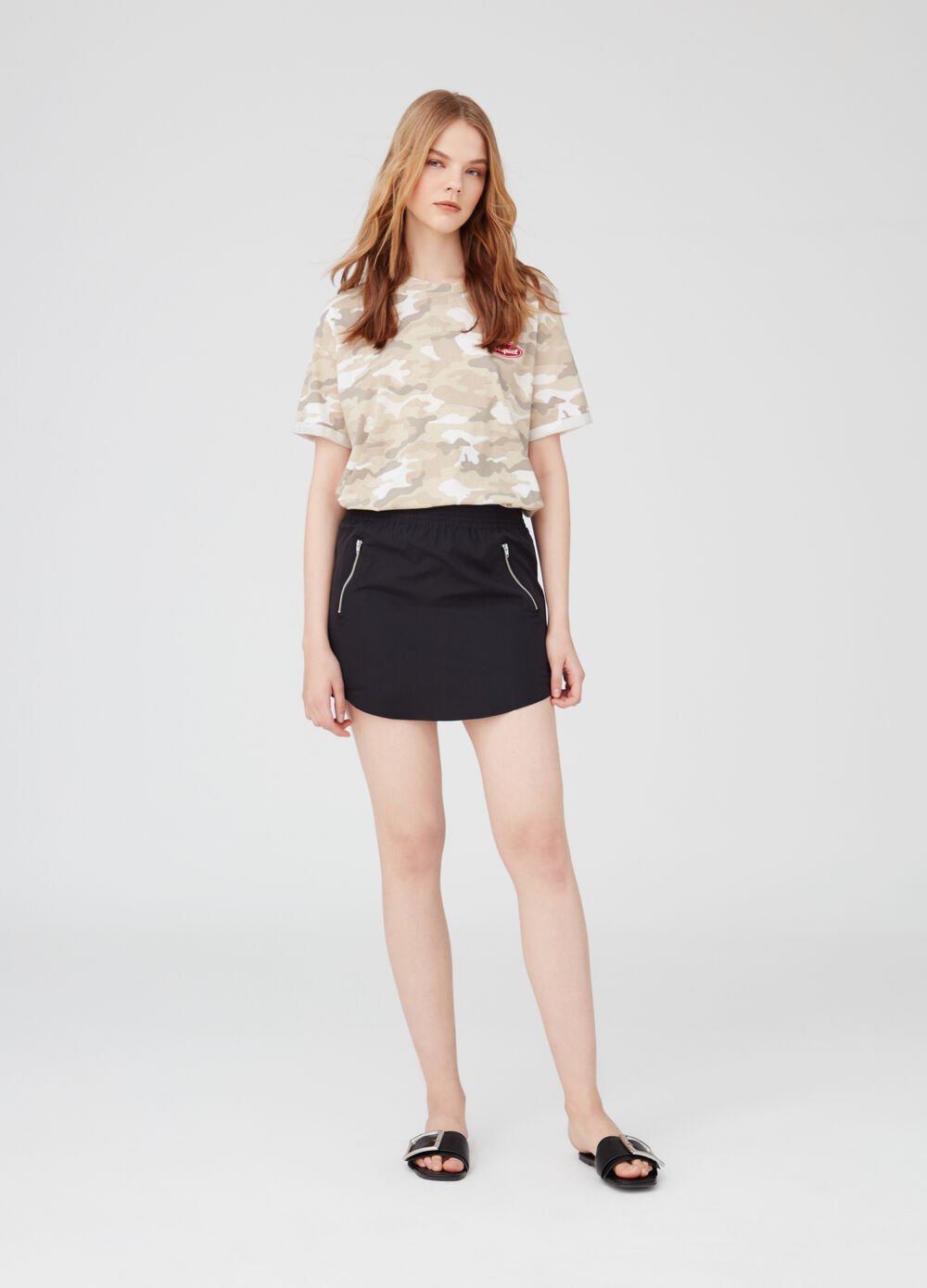 Miniskirt with elastic waist and pockets with zip
