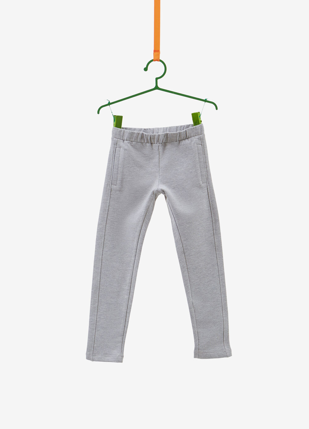 Stretch trousers with pockets