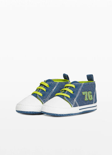 Sneakers with lettering patch