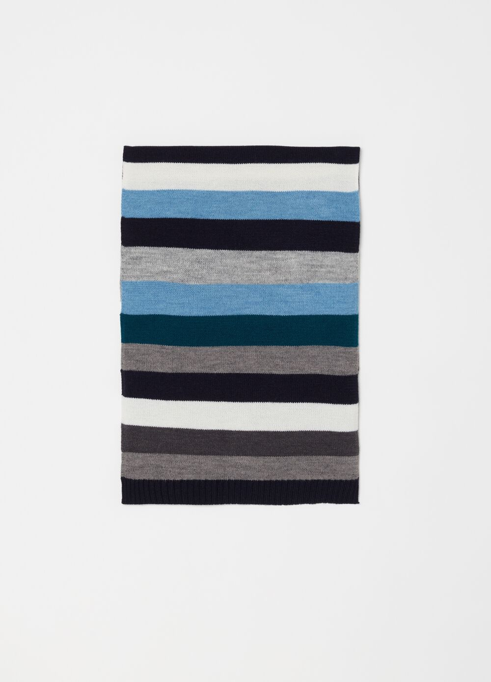 Knitted scarf with striped pattern