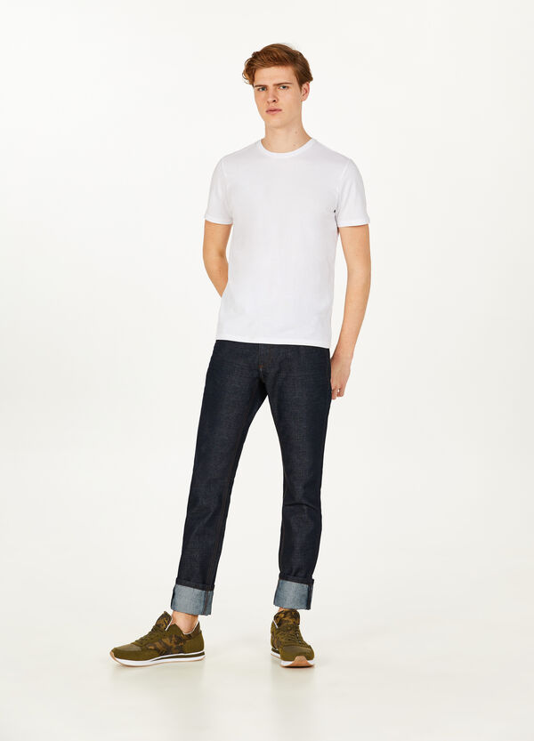 Slim fit, solid colour jeans with turned-up hems