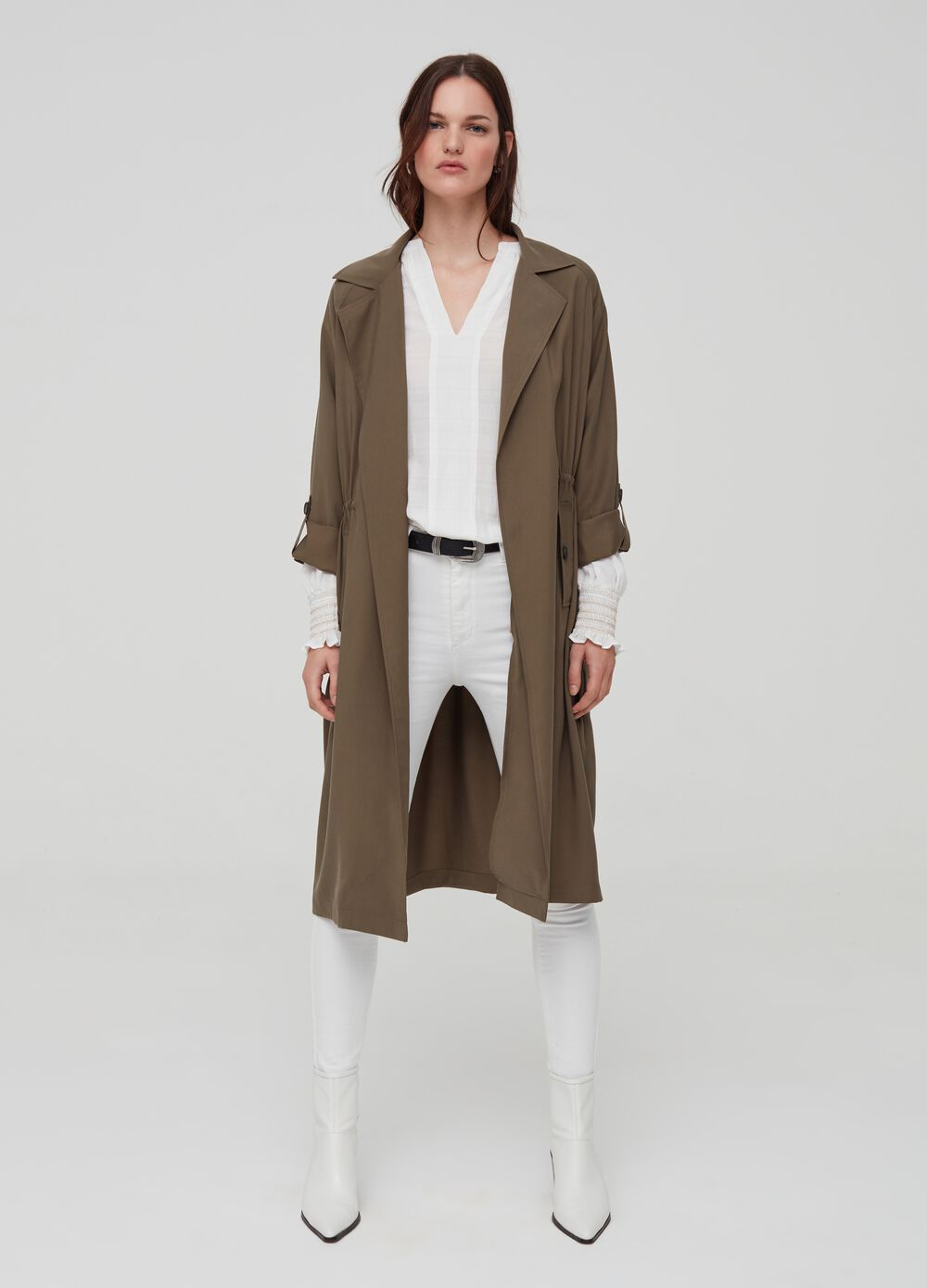Trench coat with lapels and pockets