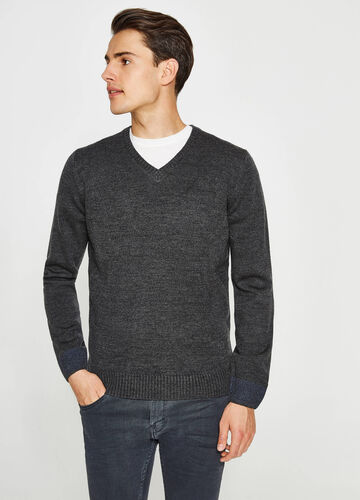 V-neck pullover with ribbed cuffs