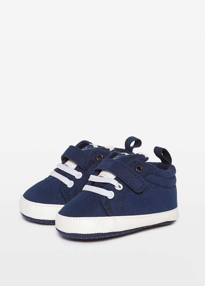 Sneakers with laces and Velcro fastening