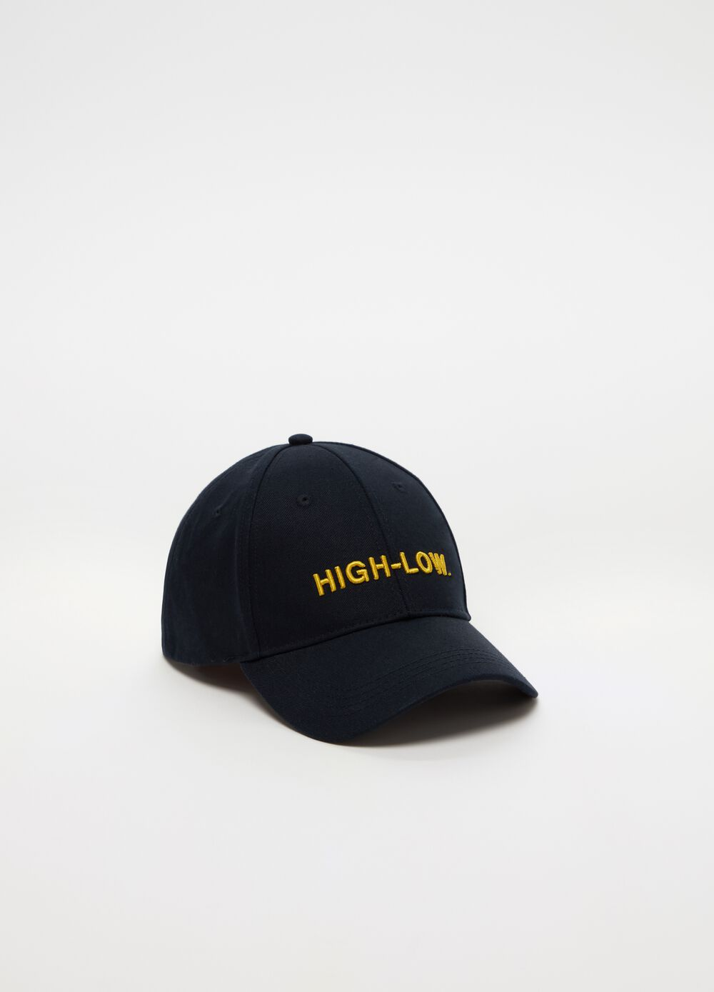 Embroidered baseball cap in 100% cotton