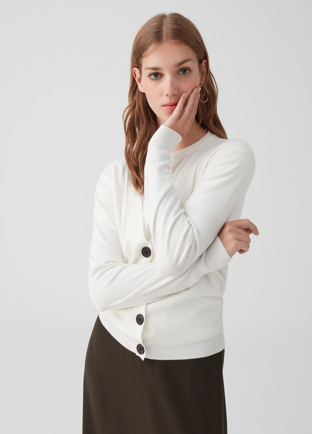 Ribbed V neck cardigan with buttons