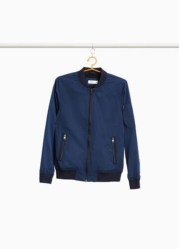 Jacket with pockets and zip