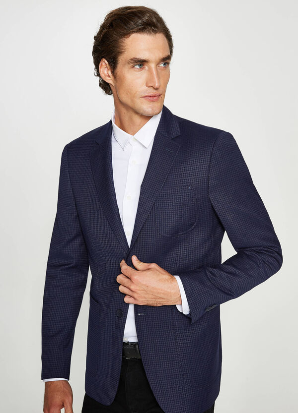 Custom-fit elegant jacket with weave