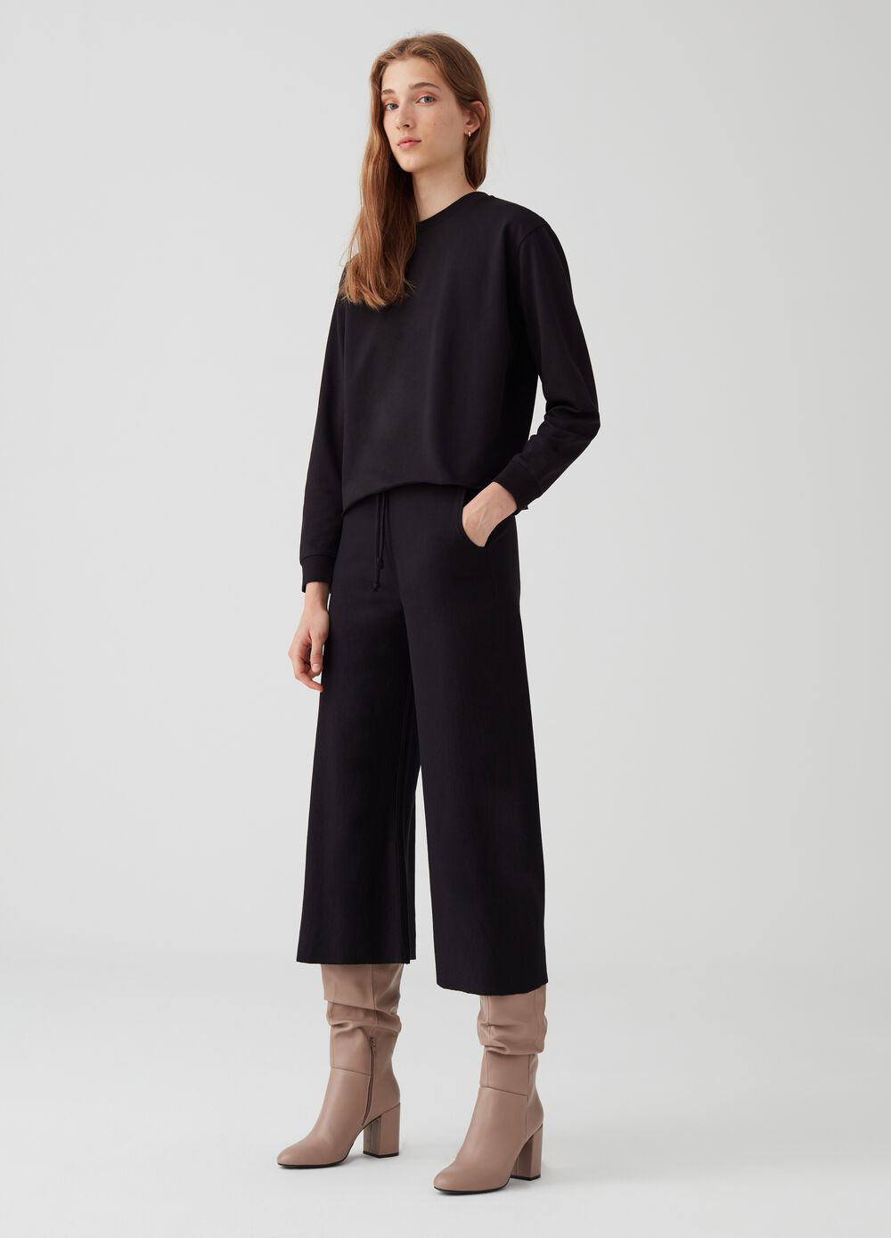 Crop trousers with drawstring and pockets