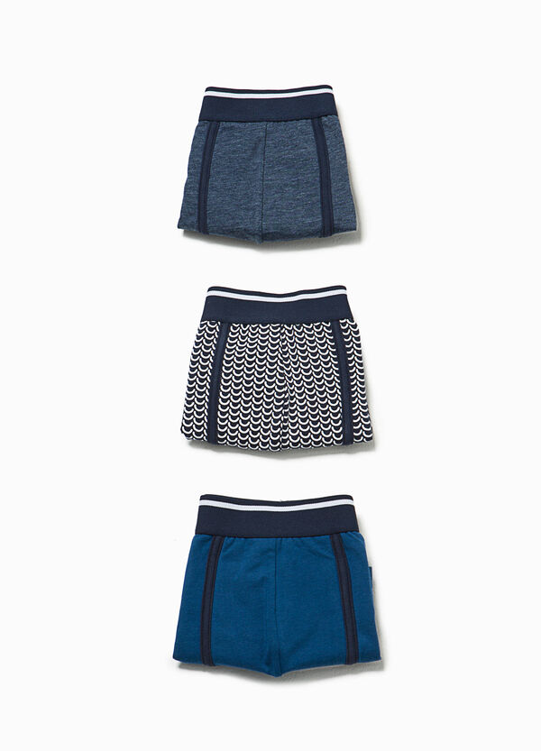 Three-pack solid colour and patterned boxer shorts