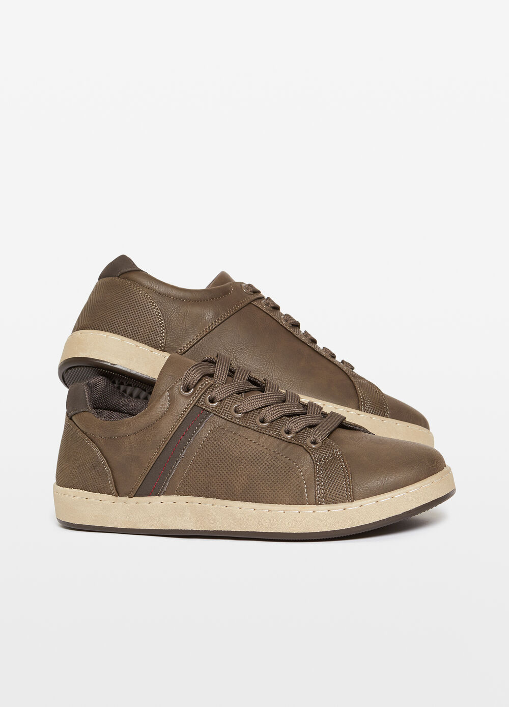 Solid colour sneakers with contrasting sole
