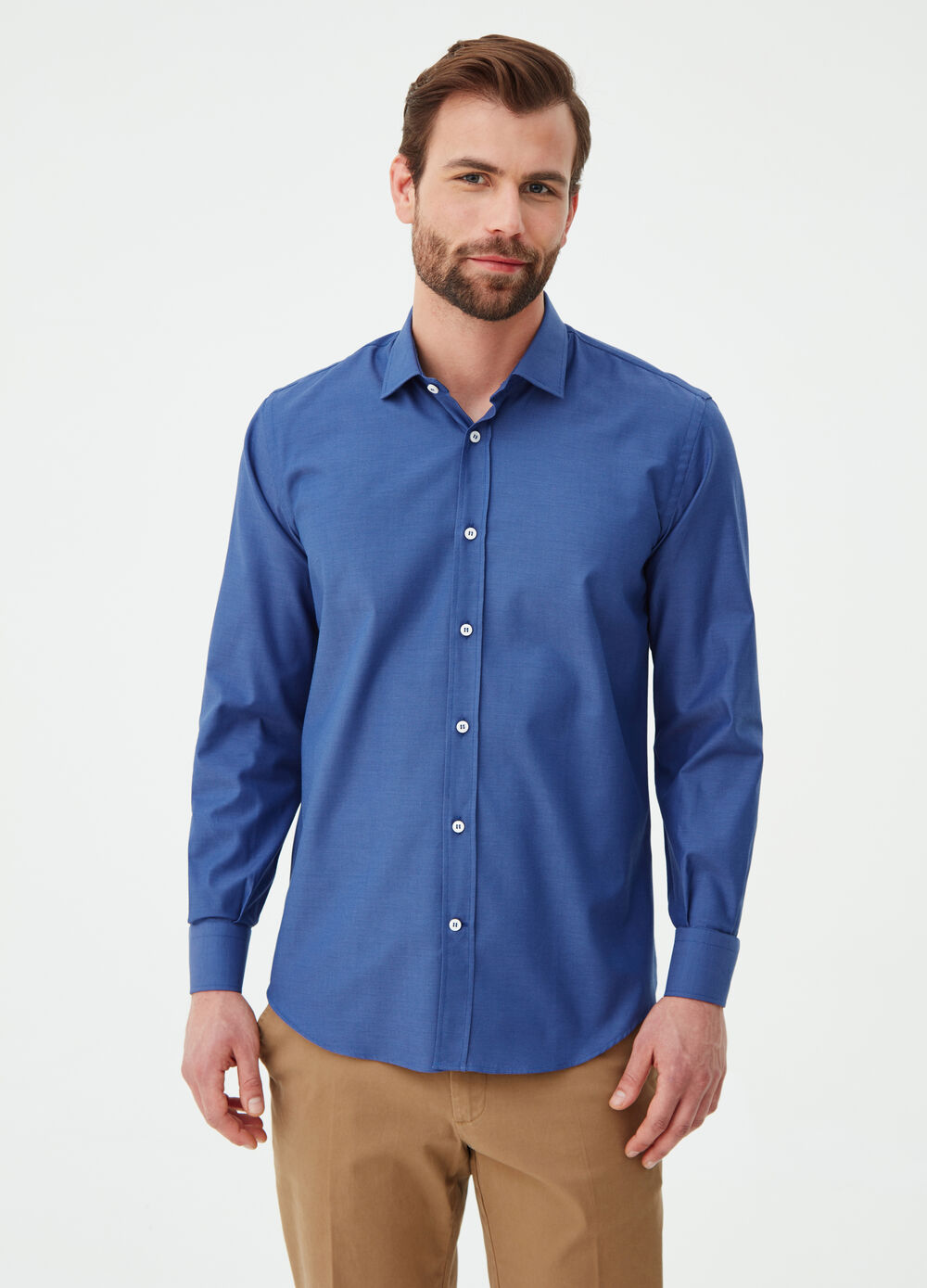 Regular-fit shirt with collar and placket